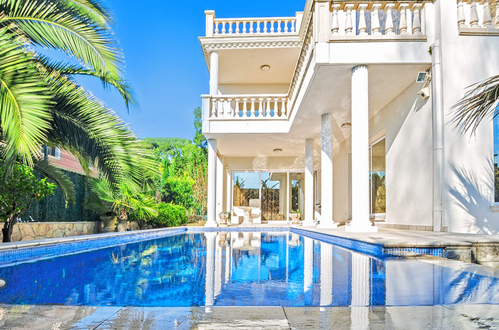 Picture of a High Value Home with Large Pool